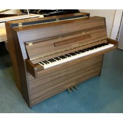 Piano droit occasion YAMAHA C 108 Noyer Satiné