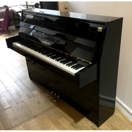 Piano Droit YAMAHA C110 Noir brillant
