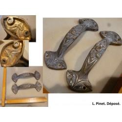 Paire de poignées en bronze. L. Pinet, modèle déposé