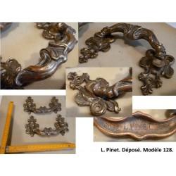 Paire de poignées en bronze. L. Pinet, modèle déposé 128