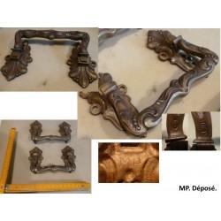 Paire de poignées en bronze. MP, modèle déposé