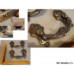 Paire de poignées en bronze. MF, modèle 1