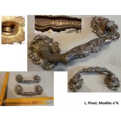 Paire de poignées en bronze. L. Pinet n°4