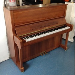 PIANO DROIT EUROPA  120 noyer satiné Made for BECHSTEIN