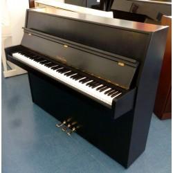 Piano droit NORDISKA, 113 Moderne, finition noir mat / Fabriqué en Suède